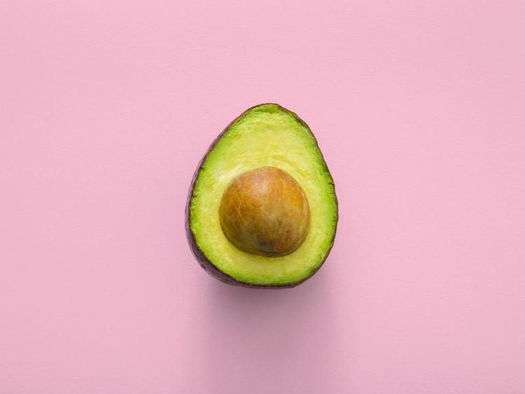 rijpe avocado helft